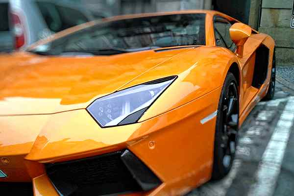 打蜡封釉 汽车封釉是什么意思,和打蜡有什么区别吗?车子封釉大概多少钱一次?