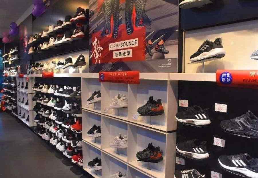 中国运动鞋品牌 中国排名第一的鞋品牌,规模仅次于耐克,它去年卖出7000万双鞋子