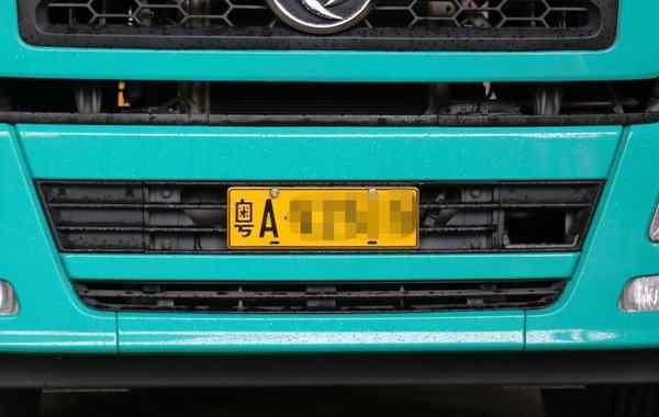 汽车牌照安装 车牌不按规定安装螺丝的 将会被扣12分